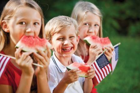 KidsEatingWatermelon_18948160